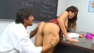 Schoolgirl lastly gets access to a unselfish experienced shlong